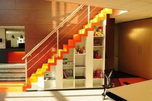 Nieuwe projectinrichting voor hokra inside office - Office outs onder de trap ...